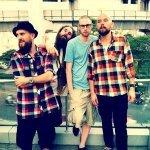 Blood & Urine (Instrumental) - Looptroop Rockers feat. Embee